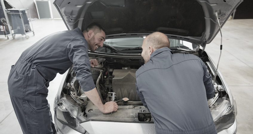 mechanincs performing car servicing Nottingham - Car Servicing Nottingham