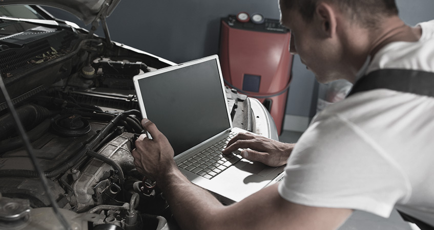 mechaninc using laptop computer to run car diagnostics - Car Diagnostics in Nottingham